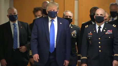 Apa yang tidak bisa disembunyikan oleh topeng Trump