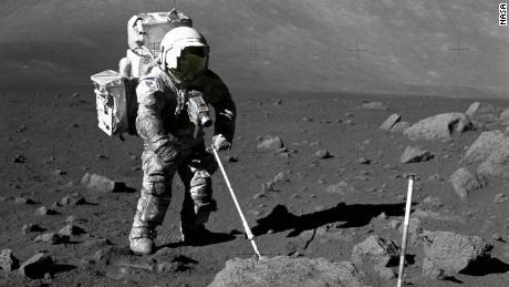 Butir debu bulan tunggal dikumpulkan selama Apollo 17 & # 39; mempertahankan jutaan tahun sejarah & # 39;