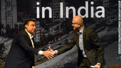 CEO Microsoft Satya Nadella dengan Mukesh Ambani selama KTT Microsoft Future Decoded pada 24 Februari 2020 di Mumbai, India.