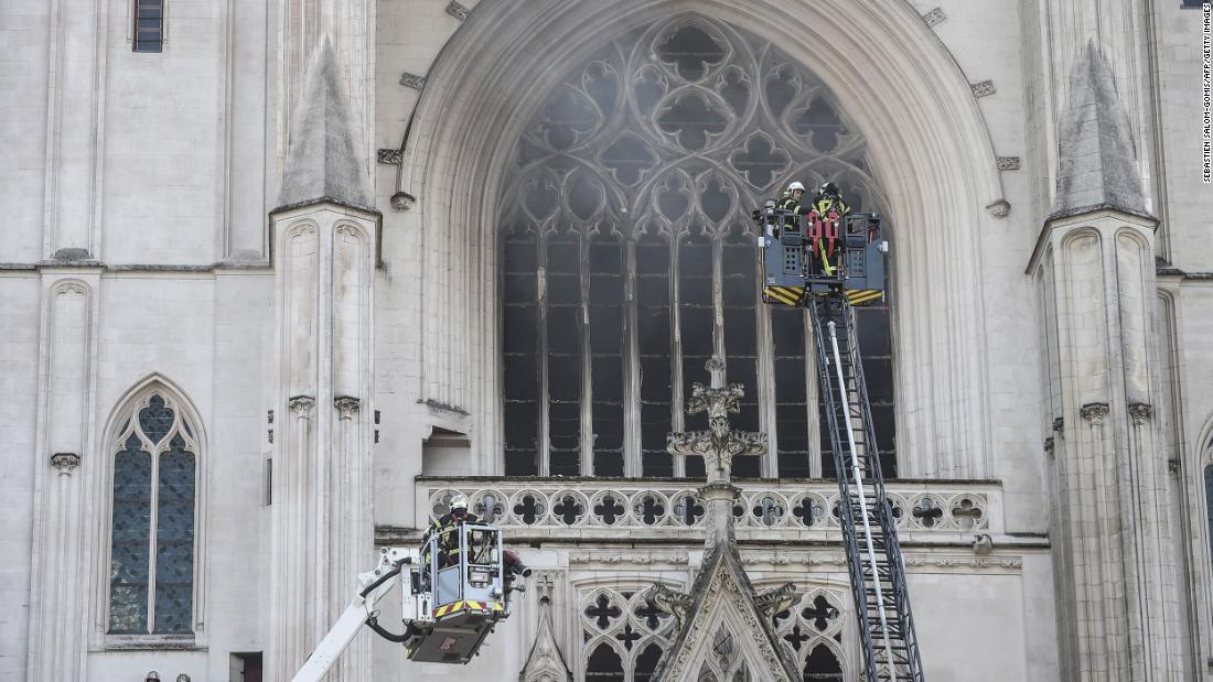 Katedral Nantes: Fire break out in France