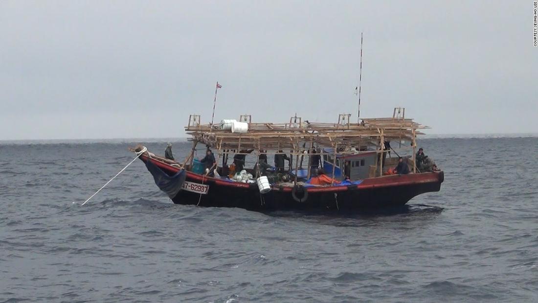 'Kapal hantu' Korea Utara hanyut di Jepang karena armada penangkapan ikan 'gelap' China, kata LSM