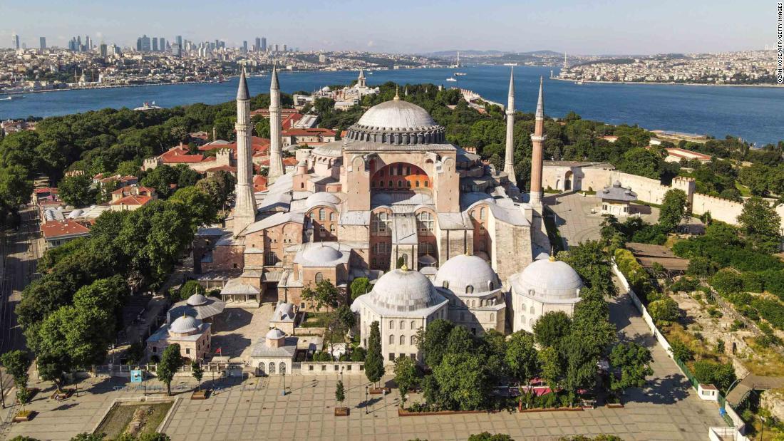 Turki Hagia Sophia mengadakan salat Jumat pertama sejak konversi kembali ke masjid