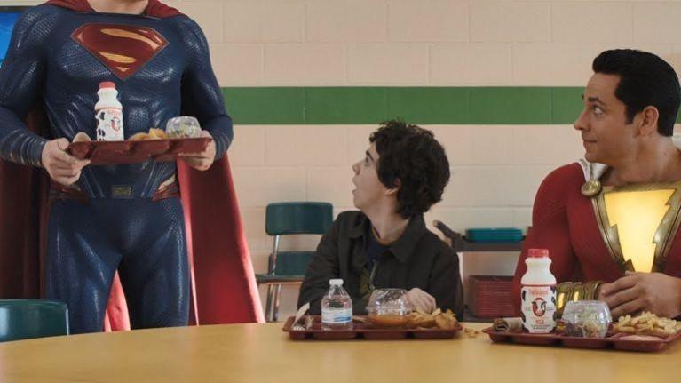 Kepala Superman terputus