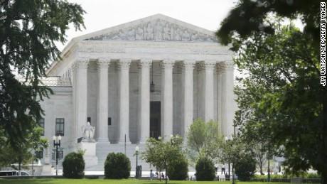 BACA: Putusan Mahkamah Agung tentang permintaan jaksa penuntut New York untuk catatan keuangan Trump