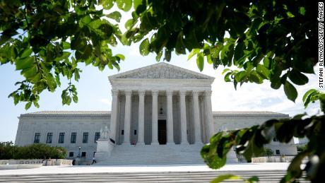 Mahkamah Agung mengatakan negara bagian dapat menghukum pemilih di Electoral College