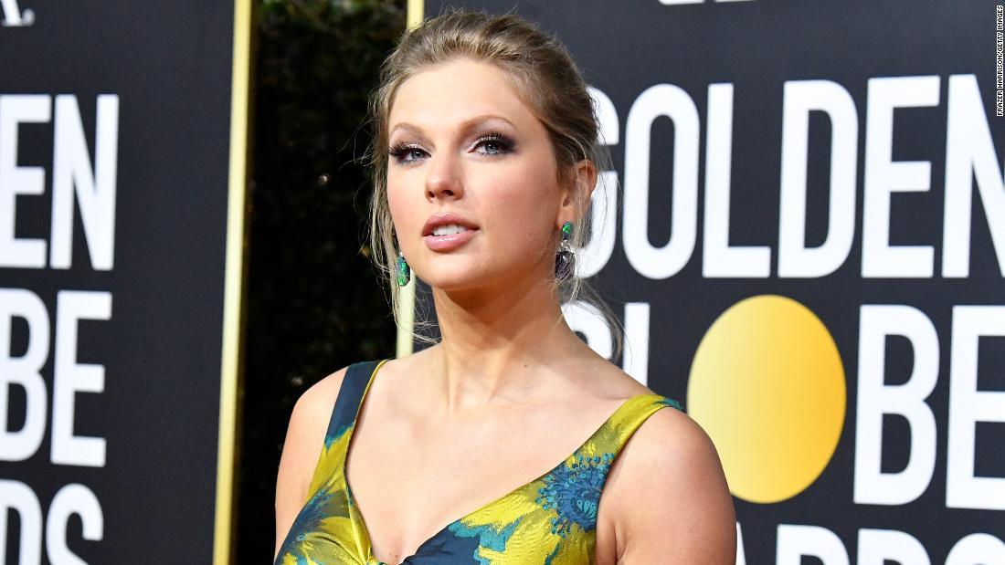 Taylor Swift adalah rebranding album albumnya setelah bisnis milik Black menuduh timnya merobek desainnya