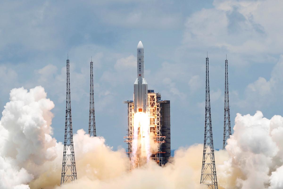 China meluncurkan upaya ambisius untuk mendaratkan bajak di Mars