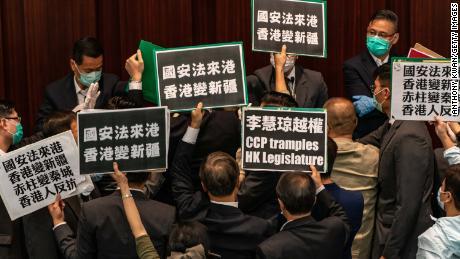 China telah mengeluarkan undang-undang keamanan nasional yang kontroversial di Hong Kong. Inilah yang perlu Anda ketahui