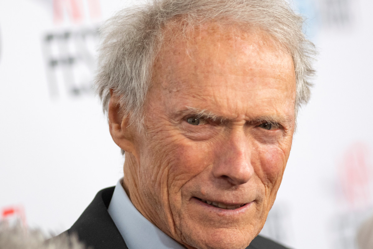 Clint Eastwood menggugat klaim dia meninggalkan Hollywood untuk menjual CBD
