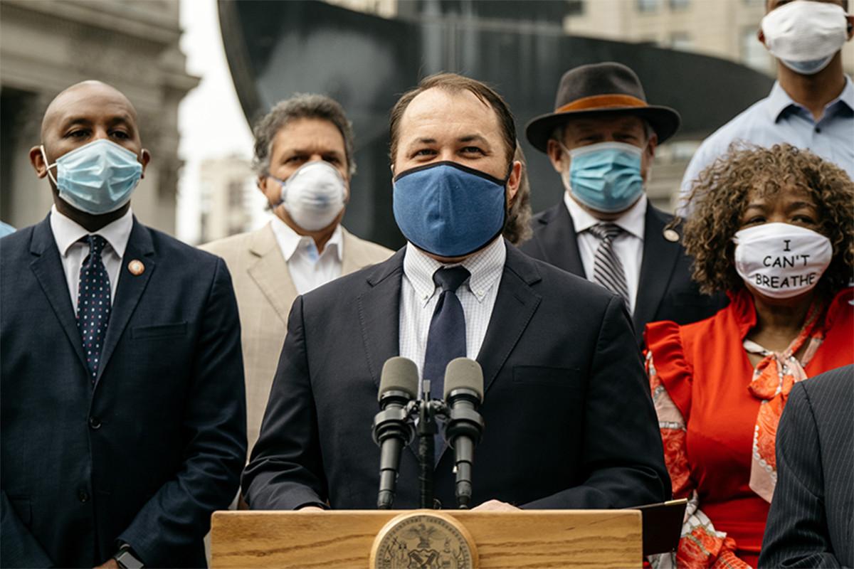 Dewan Kota mengeluarkan anggaran dengan pemotongan $ 1 miliar NYPD