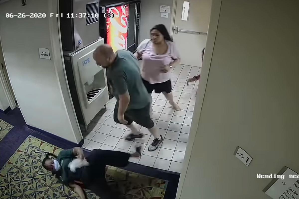 Duo dituduh memukuli pekerja hotel Conn yang didakwa dengan kejahatan rasial