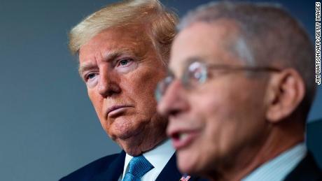Trump dan Fauci tidak berbicara saat pandemi coronavirus memburuk