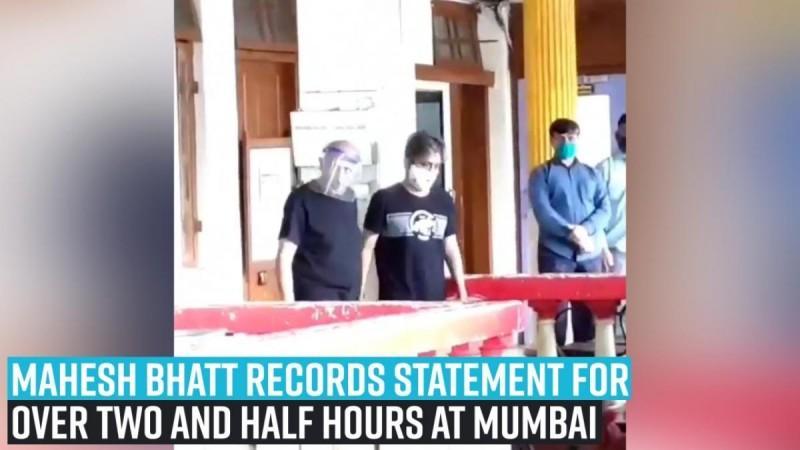 Mahesh Bhatt mencatat pernyataan selama lebih dari dua setengah jam di Mumbai