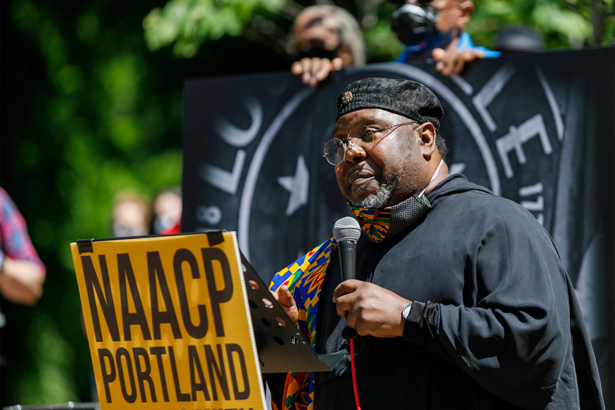 Kepala Portland NAACP menyebut protes 'tontonan sebagian besar putih'
