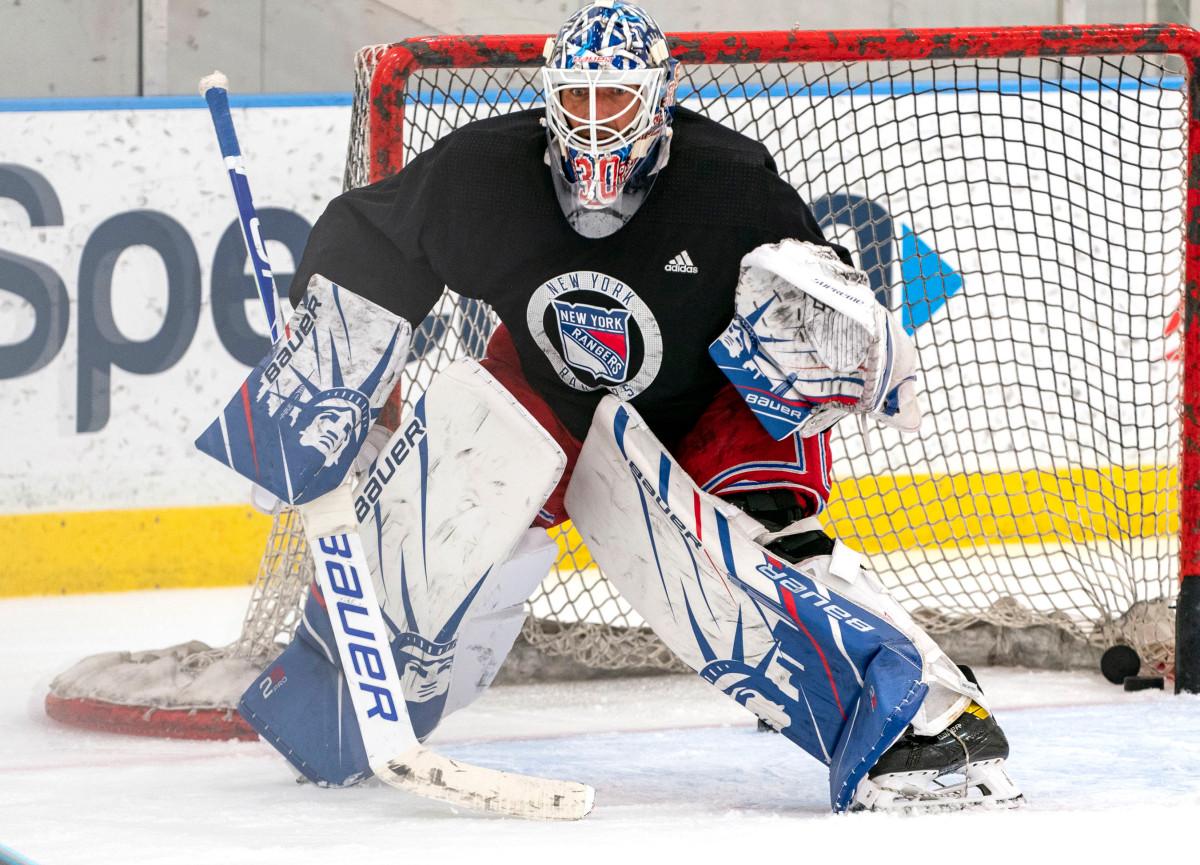 Laki-laki bertopeng NHL memiliki kesempatan untuk menyampaikan pesan keselamatan utama