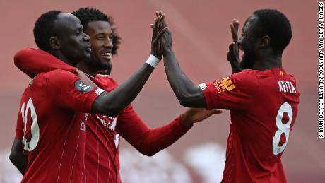 Liverpool merayakan gol pembuka Sadio Mane melawan Aston Villa.