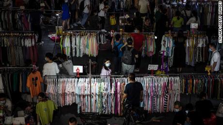 Bisakah jutaan PKL menyelamatkan Cina dari krisis pekerjaan? Beijing tampak terpecah
