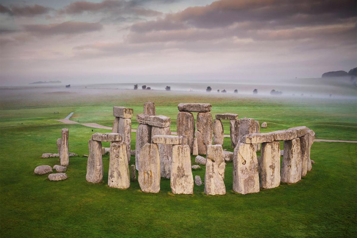 Para ilmuwan memecahkan asal megalith Stonehenge yang misterius