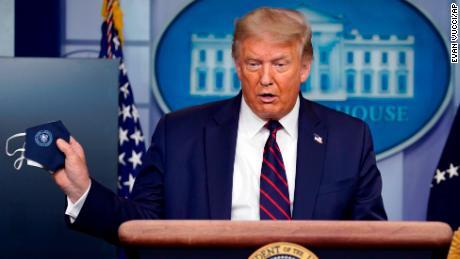 100 hari keluar, Donald Trump berada dalam kesulitan