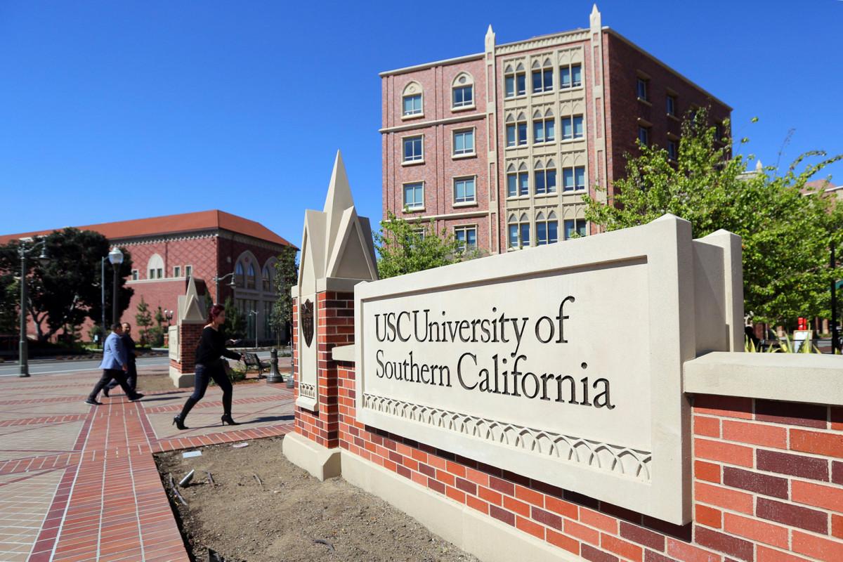 Pasangan California setuju untuk mengaku bersalah dalam penipuan penerimaan mahasiswa