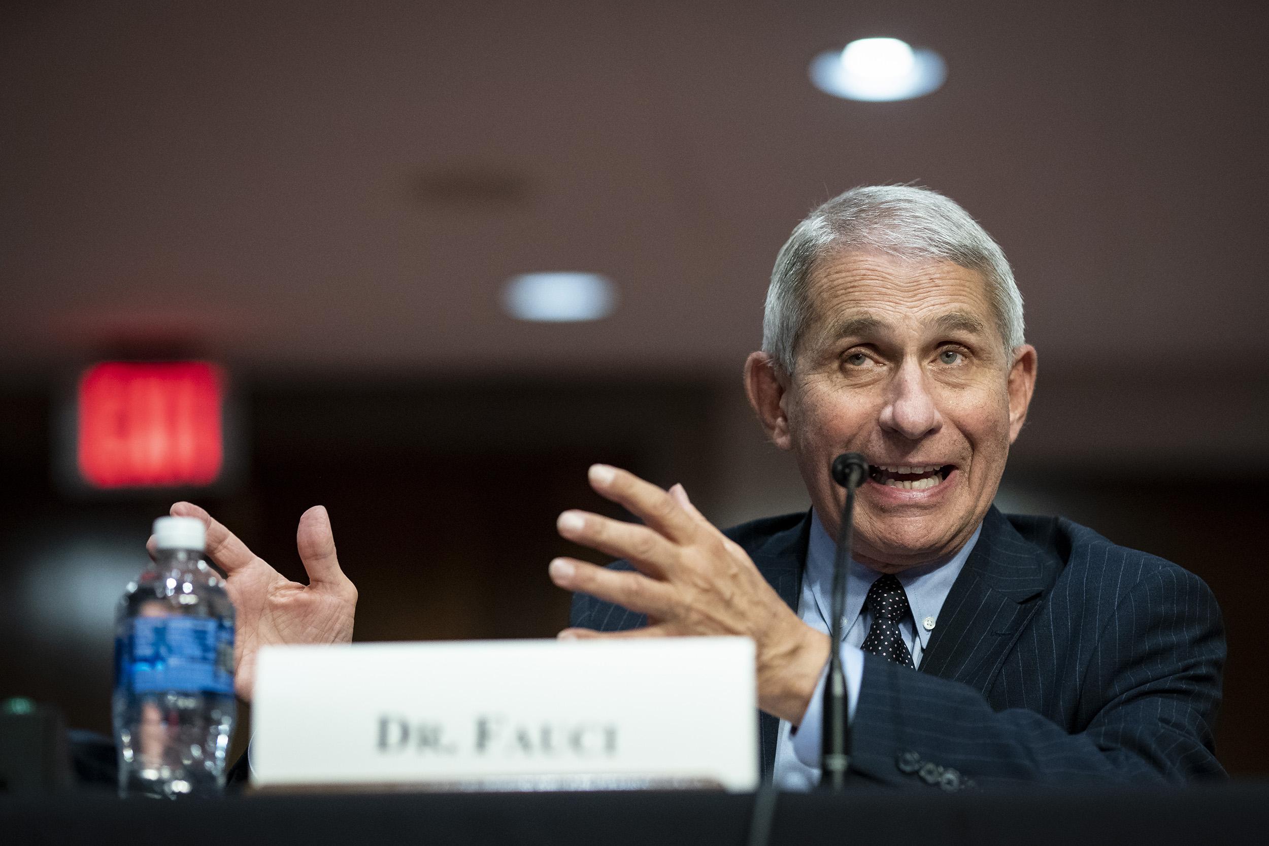 Anthony Fauci, direktur Institut Nasional Alergi dan Penyakit Menular, berbicara pada sidang Senat pada 30 Juni, di Washington, DC.