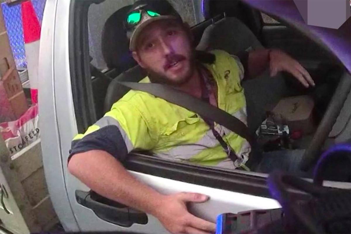 Pengemudi truk menangkis ular berbisa di 70 mph