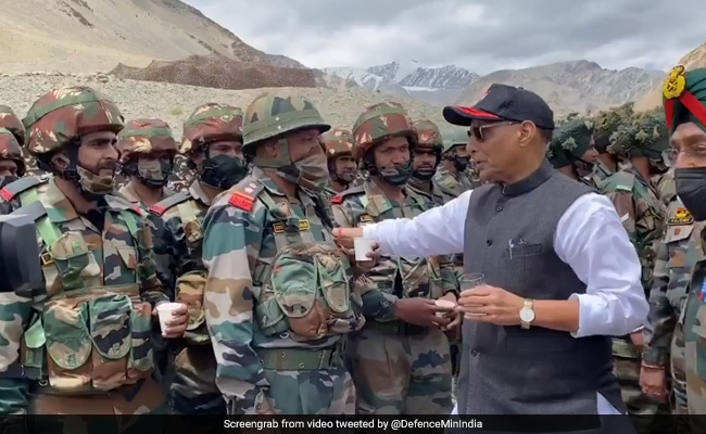 Pertemuan Hangat Rajnath Singh dengan Resimen Terlibat Dalam Bentrokan Ladakh Mematikan