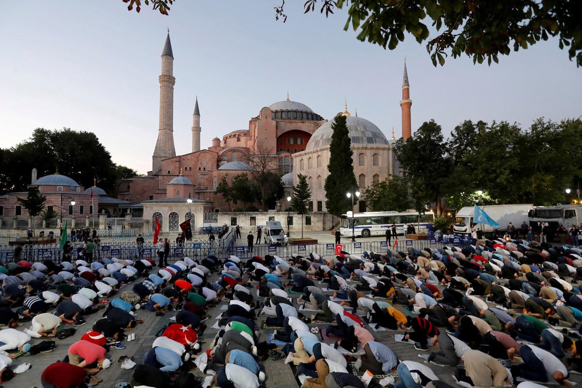 Presiden Turki Erdogan secara resmi menjadikan Hagia Sophia sebagai masjid