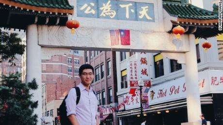 Tianyu Fang di Pecinan Boston. Fang menyelesaikan sekolah menengahnya di wilayah Boston.