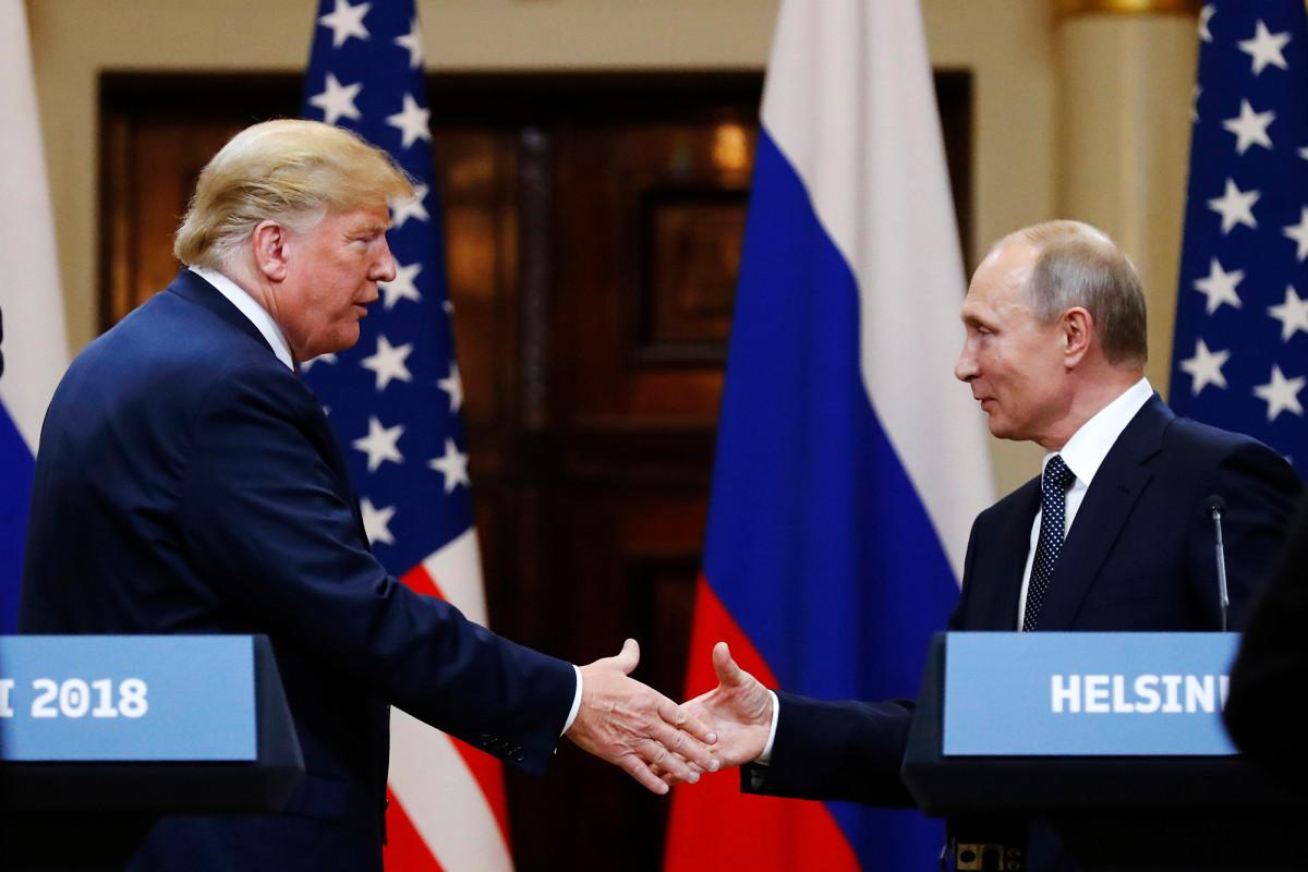 Trump mengatakan dia tidak mengemukakan karunia melawan pasukan selama panggilan Putin