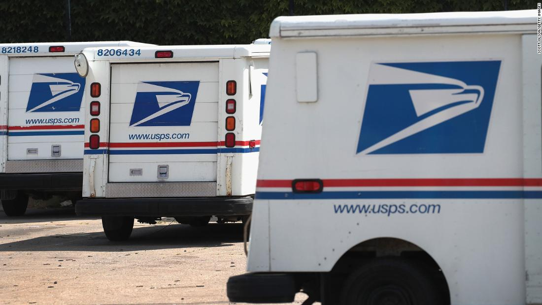 Pemilu 2020: Pekerja USPS membunyikan alarm tentang kebijakan baru yang dapat memengaruhi surat dalam pemungutan suara, lapor Washington Post