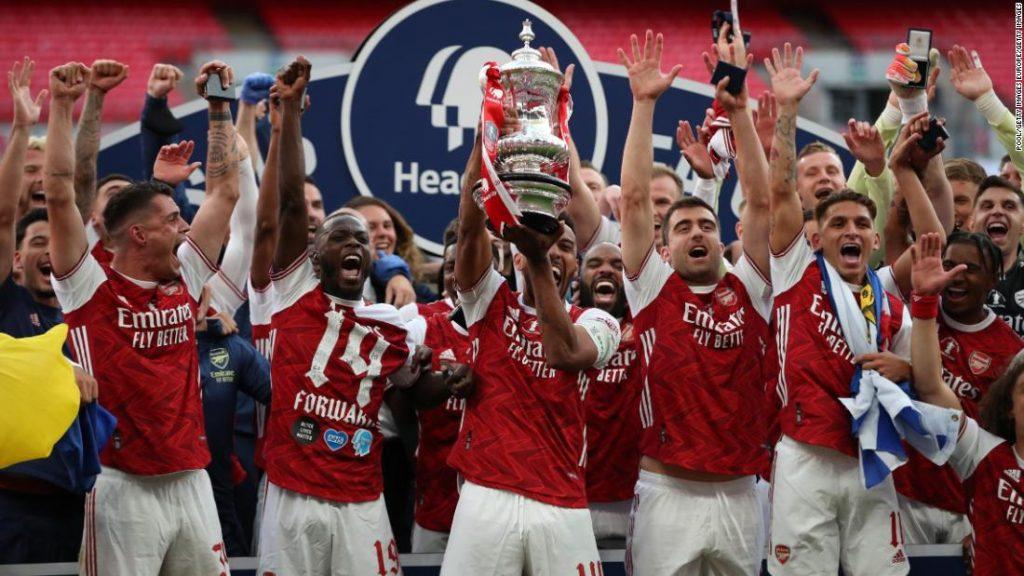 Pierre-Emerick Aubameyang membantu Arsenal memenangkan Piala FA melawan Chelsea