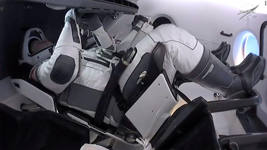 Kembali SpaceX: Astronot menuju splashdown, meskipun badai tropis