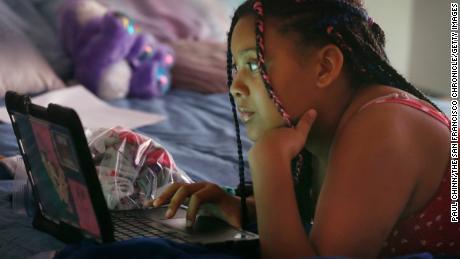 Anak-anak ini semakin tertinggal ketika sekolah online