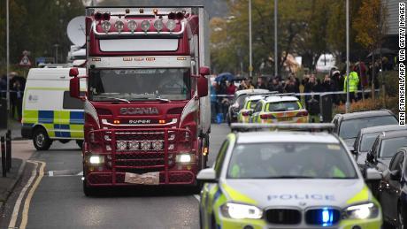 Polisi mengidentifikasi 39 orang yang ditemukan tewas dalam truk sebagai warga negara Tiongkok