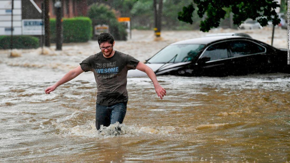 Isaias: Setelah membunuh 5 melintasi Pantai Timur, badai telah mencapai Kanada