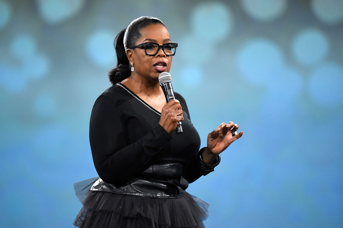 Oprah dikritik karena memanggil 'hak istimewa kulit putih' karena dia kaya