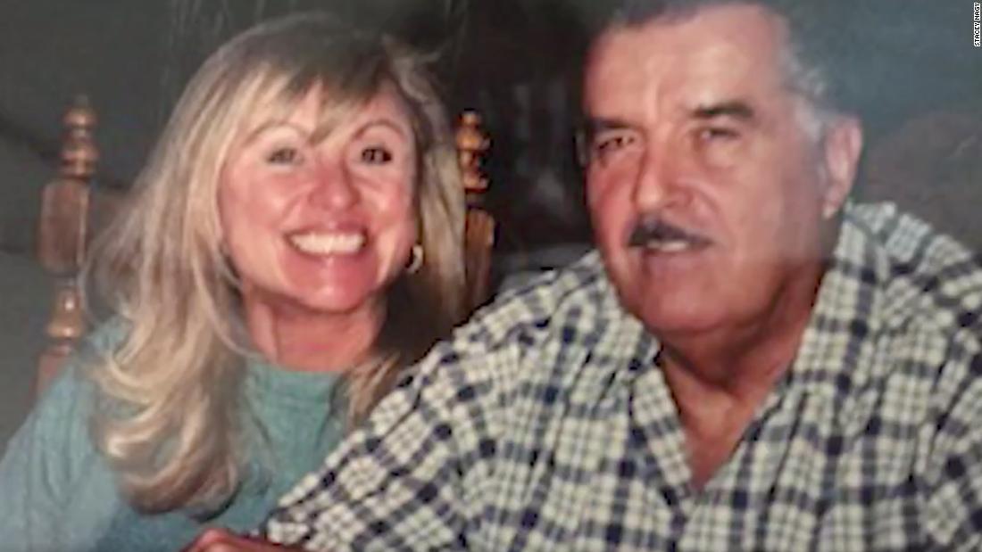 Berita kematian Stacey Nagy untuk mendiang suaminya, David, mengutuk Trump dan orang-orang yang tidak mengenakan topeng: 'Semoga karma menemukan kalian semua'
