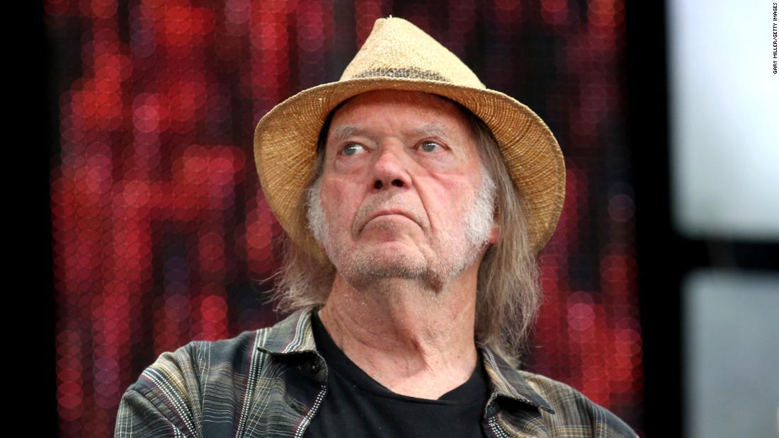 Neil Young membawa kampanye pemilihan ulang Trump ke pengadilan untuk pelanggaran hak cipta