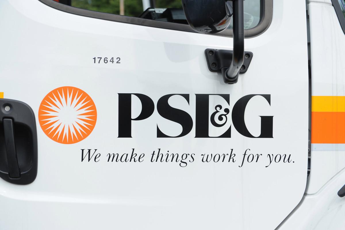 Penduduk Long Island merobek PSEG untuk layanan pelanggan yang buruk setelah Isaias