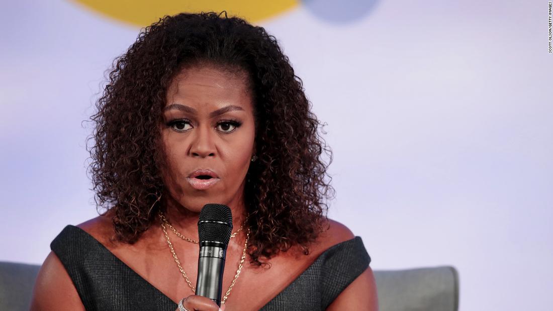 Michelle Obama mengungkapkan dia menderita 'depresi tingkat rendah' karena campuran pandemi, ketidakadilan rasial, dan tindakan Trump di kantor