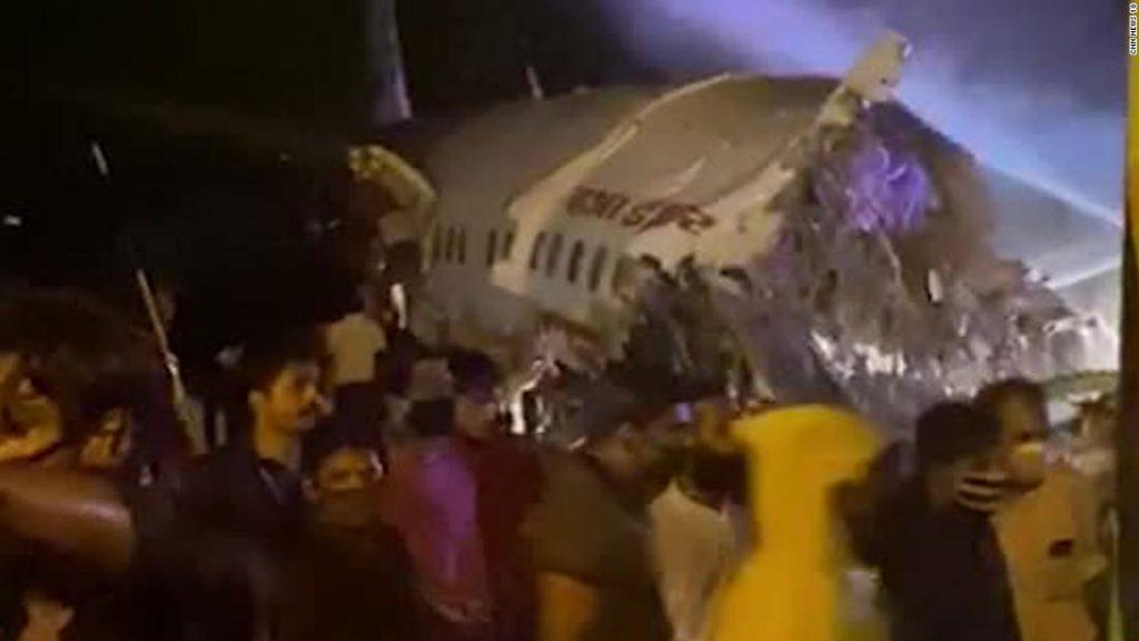 Kecelakaan Air India di Kerala menewaskan tiga orang setelah pesawat tergelincir dari landasan pacu