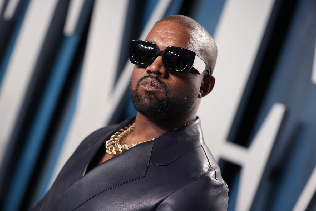 Kanye West membatalkan surat suara Illinois karena tanda tangan tidak valid