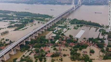 Catat banjir China berdampak pada rantai pasokan APD ke AS