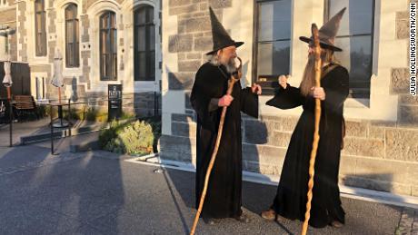 Sang Penyihir dan muridnya, Ari Freeman, tidak selalu setuju.