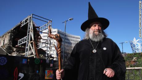 The Wizard setelah Christchurch Square dibuka kembali untuk umum pada 2013 setelah gempa mematikan pada 2011.
