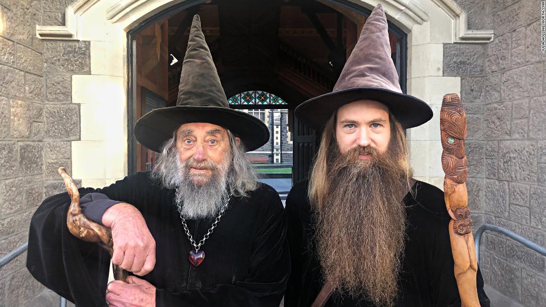 Pria Selandia Baru ini dibayar $ 10.000 setahun untuk menjadi penyihir resmi kota