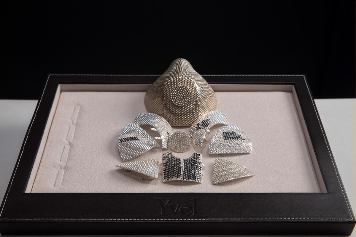 Toko perhiasan Israel menghasilkan emas $ 1,5 juta, topeng bertatahkan berlian
