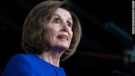 Pelosi menyebut tindakan eksekutif bantuan virus korona Trump sebagai tindakan 'sangat tidak konstitusional'.