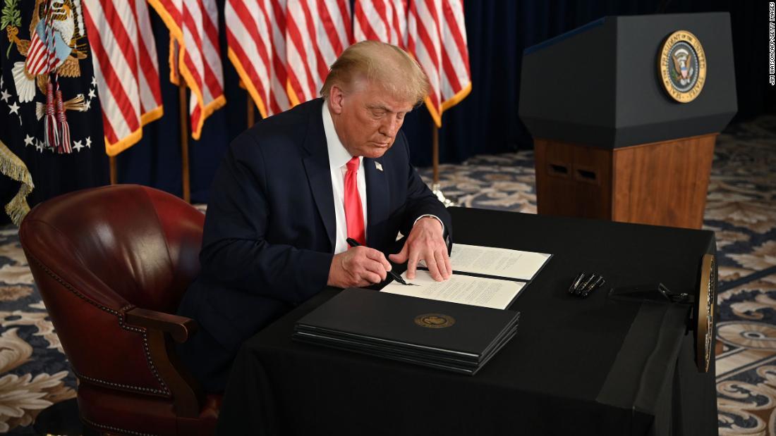 Langkah besar kekuasaan Trump membuat para pekerja dalam ketidakpastian